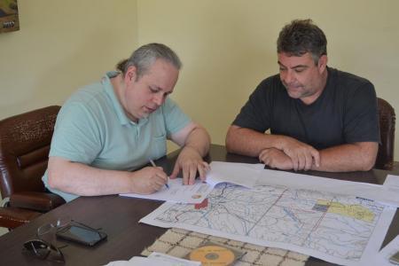 Prefeito assina Decreto Municipal para regularização do solo de Lavras do Sul