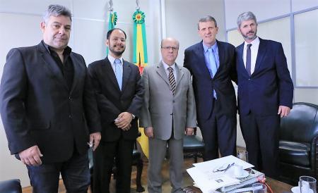 Prefeito Sávio Prestes participa de Audiência com Secretário Estadual de Segurança, César Schirmer.