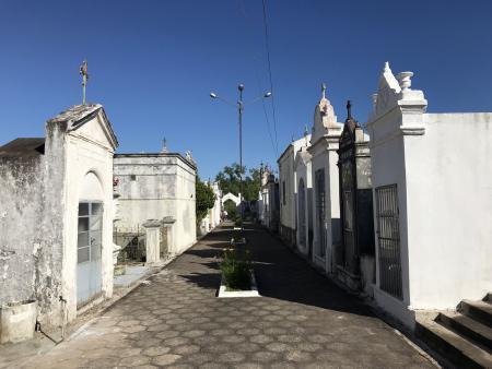 Cemitério recebe manutenções para o dia de finados